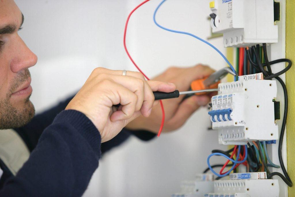 Electricista a domicilio autorizado Barcelona